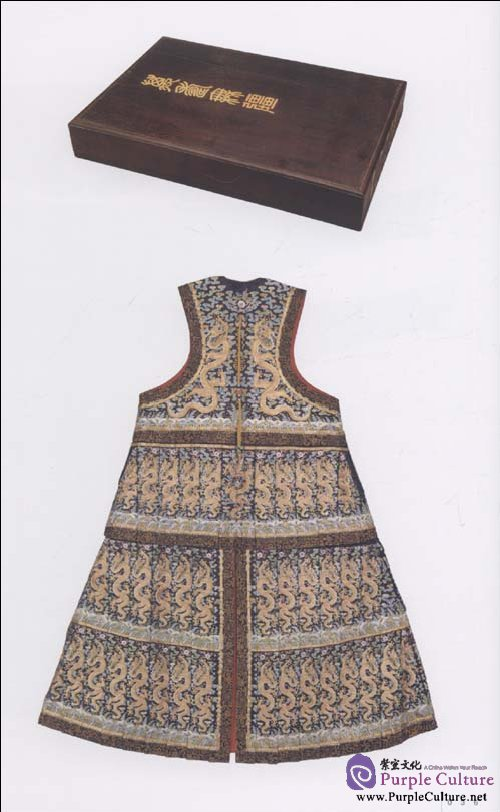 Sample pages of Illustrated Dictionary of Qing Dynasty Court Costumes (ISBN:9787513400046)
